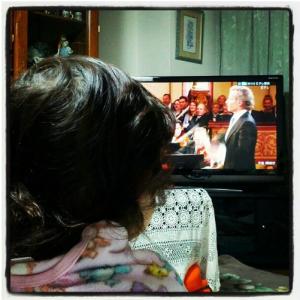 Yuna viendo el concierto de Año Nuevo