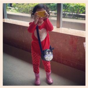 """Yuna tomando """"fotos"""""""